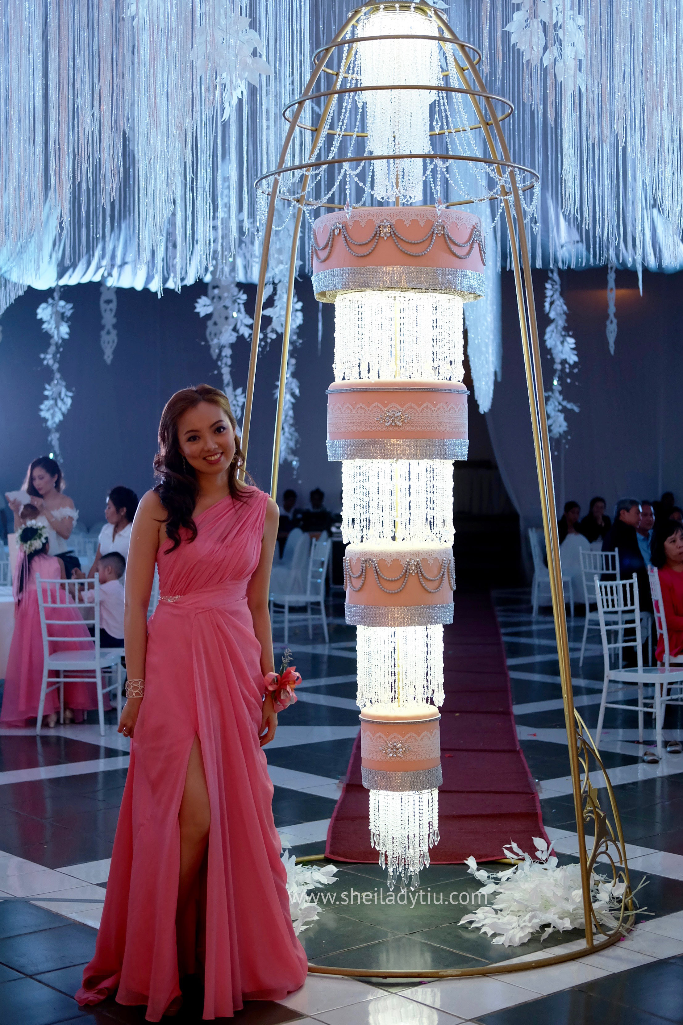 Chandelier wedding cake by yours truly sheiloves cakeme1 arubaitofo Image collections