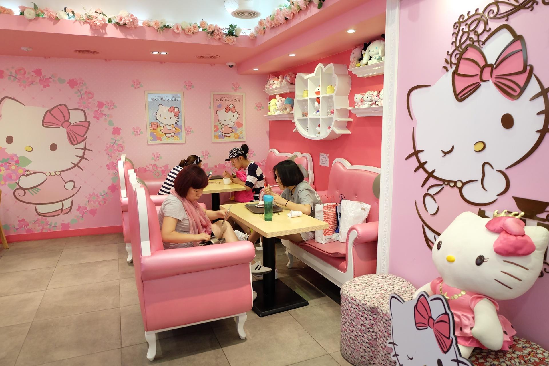 hello kitty cafe myeongdong
